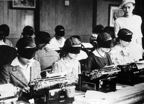 vintage-women-typists