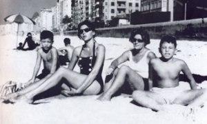 lispector on beach with sons 1959